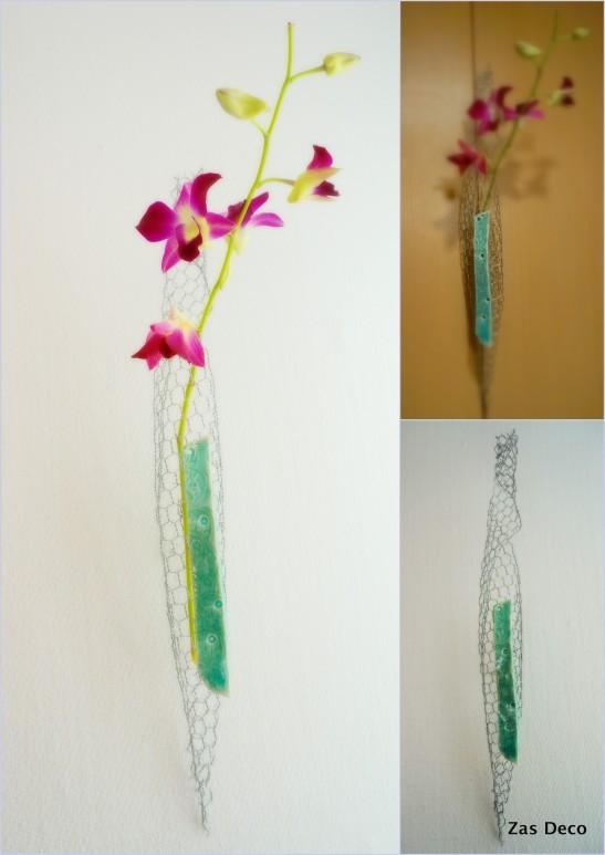 A gracile soliflore using wire mesh and ceramics.