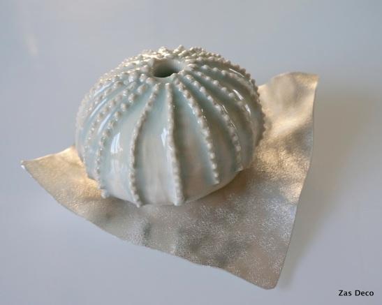 Work in progress. Sea urchin serie. Porcelaine and grey glaze.