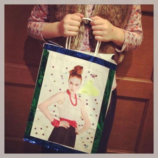 """""""Bag by Jun"""" - Sur le theme de l'affiche de cinema Bollywoodienne, Jun a concu un sac tres glamour. Bientot en magasin ou sur vos ecrans."""