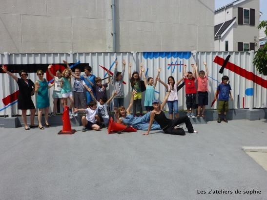 Follow the link to see the pictures - Album en ligne de l'aventure de la fresque murale pour classe de CM1 au Lycee Francais International de Tokyo (Laurence Meyer et Sophie Fort)