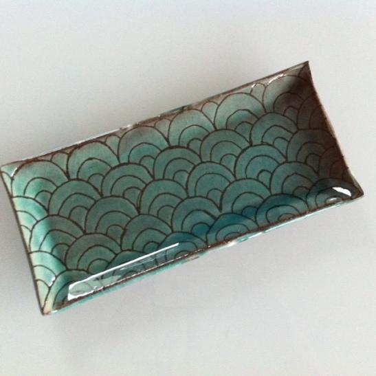 Plat en ceramique, gres rouge et faience vert emeraude by Zas Deco.