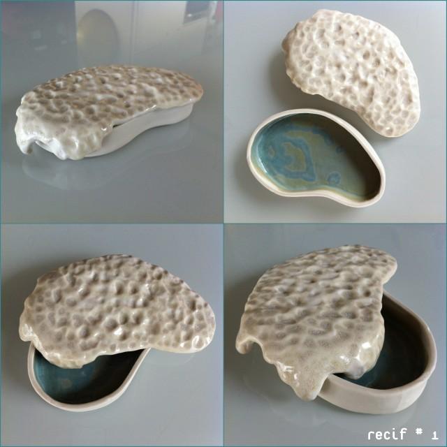 Porcelaine et émail (transparent et turquoise a l'interieur).