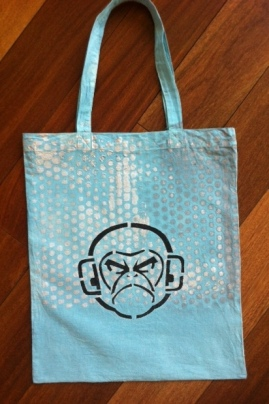 Creation sur tee-shirt ou sur sac. Modele pour l'année du singe!